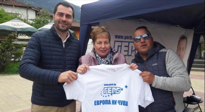 Кандидатът за евродепутат Марин Захариев и младежите от ГЕРБ-Смолян с инициатива по случай 9 май