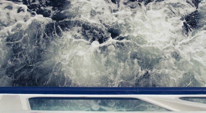 Хърватски влекач ще изтегли повредения италиански ферибот в Адриатическо море