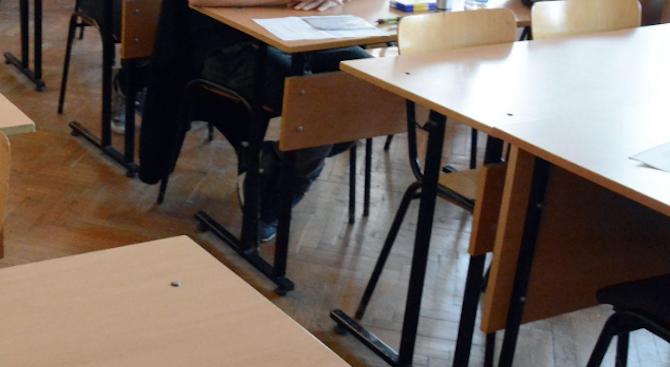 Четвъртокласниците се явяват на малките матури по математика