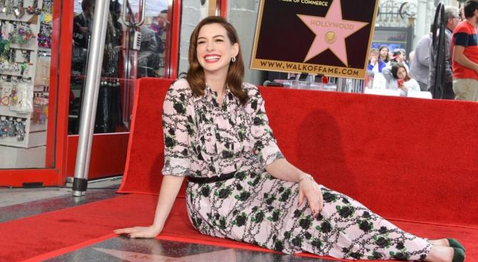 Ан Хатауей получи звезда на Алеята на славата в Лос Анджелис
