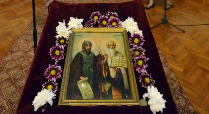 Църквата почита паметта на Светите равноапостоли Кирил и Методий