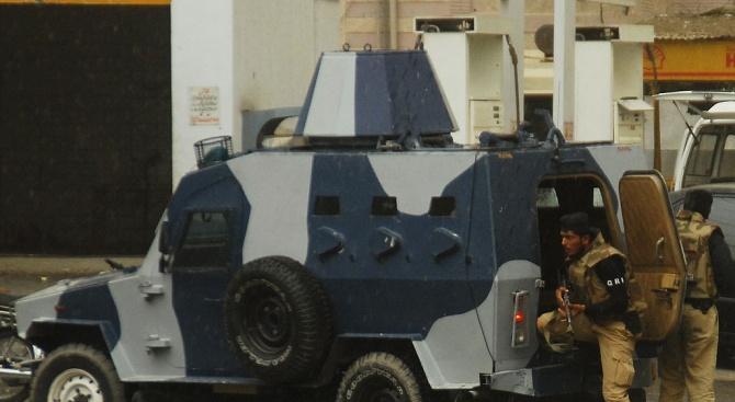 Въоръжени мъже атакуваха днес луксозен хотел в Пакистан
