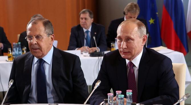Външните министри на Русия и Китай  бяха приети от Путин