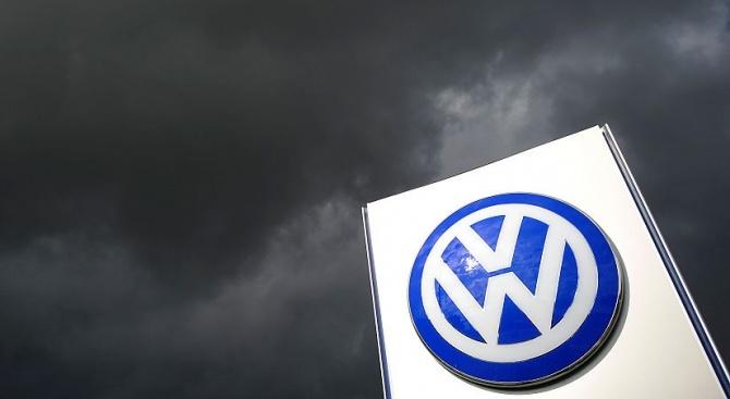 """""""Фолксваген"""" отлага решението къде да прави завод за октомври"""