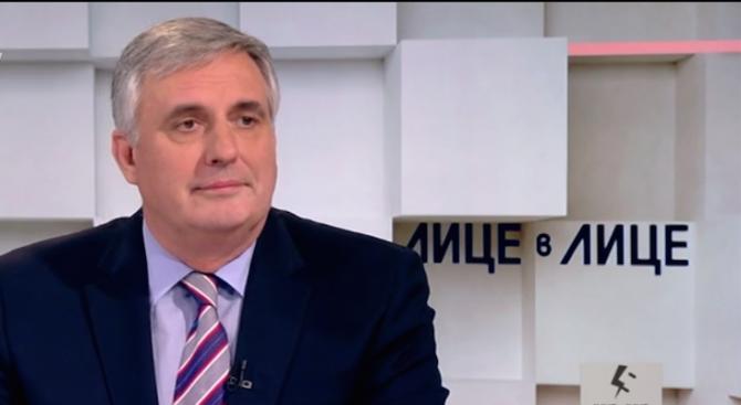 Калфин: Скандалът с къщите за гости идва в лошо за държавата време