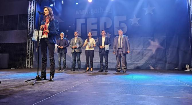 Мария Габриел: ГЕРБ и СДС са гарант за европейското развитие на България