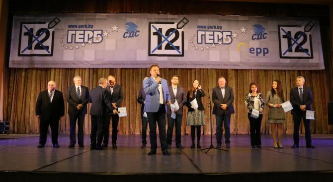 ГЕРБ и СДС представиха листата си за европейските избори пред близо 4000 души във Велико Търново