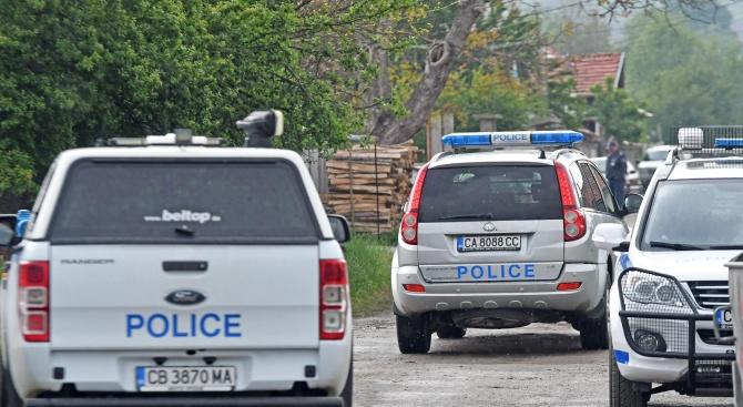 Осми ден издирват предполагаемия убиец от Костенец
