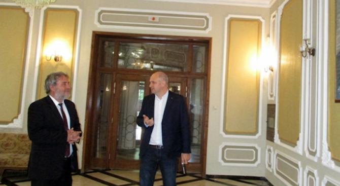 Министър Боил Банов в Плевен: Предстои ремонт на театъра