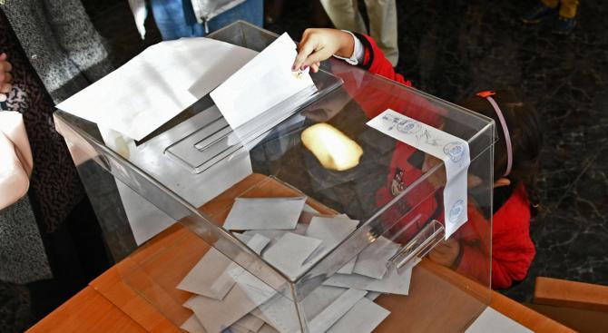 """""""Сова Харис"""": При избори днес - ГЕРБ печелят с 34,4%"""