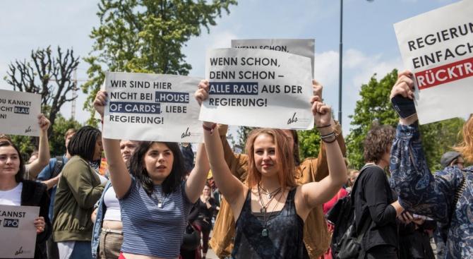 Хиляди излязоха на протест във Виена, поискаха нови избори след скандала с Щрахе