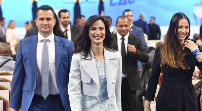 Мария Габриел: Всеки от нас ще даде най-доброто от себе си, за да покажем, че България следва непоколебимо своя път на развитие