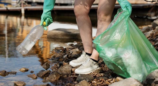 Замърсяването с пластмаса вреди на бактерии, които помагат на хората да дишат