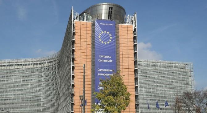 ЕК вярва, че народът и институциите на Австрия ще намерят решение в скандала с Щрахе