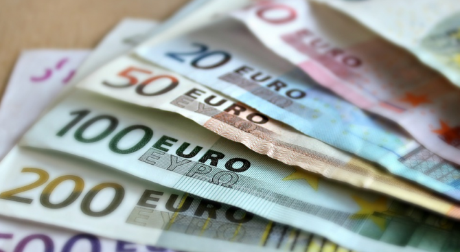 """Планът """"Юнкер"""" носи почти 400 млрд. евро инвестиции"""
