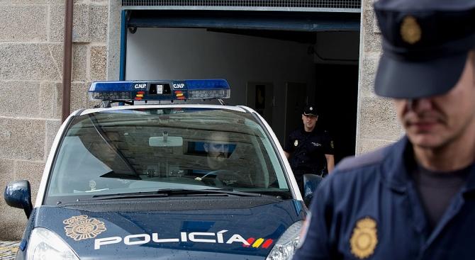 Испанската полиция закопча четирима души за пране на пари на венецуелската петролна компания
