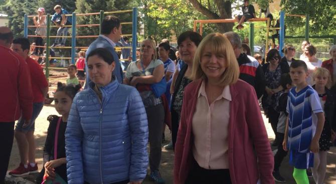 """Йорданка Фандъкова присъства на откриването на нова спортна площадка в 60 ОУ в кв. """"Бенковски"""""""