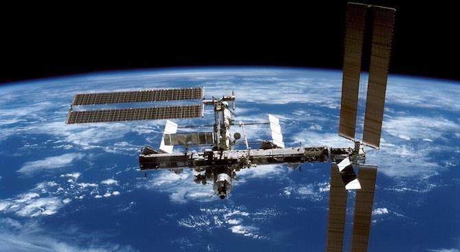 Руски космонавти ще проверят обшивката на МКС за повреди