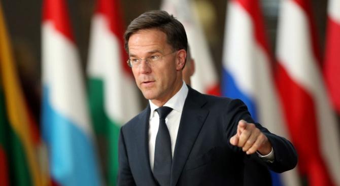 Премиерът на Холандия отиде да гласува на евроизборите с колело