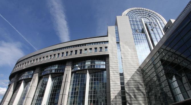 Доклад: Нови заплахи онлайн се опитват да повлияят на евровота