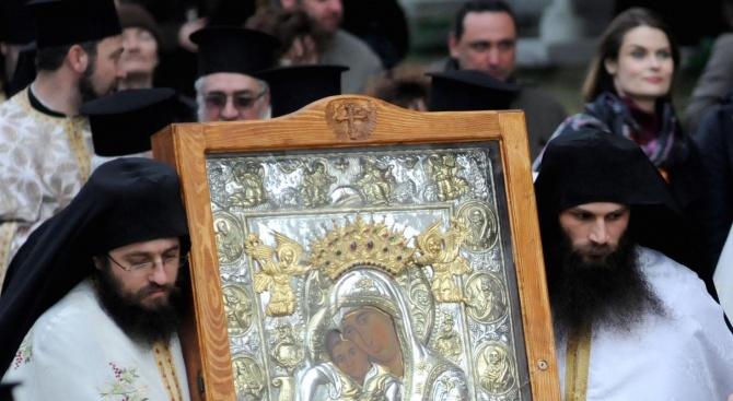 Чудотворна икона бе посрещната  в Ловеч