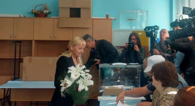 Елена Йончева: Тези избори не са само за Европейски парламент, те са за България
