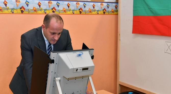 Радан Кънев гласува машинно