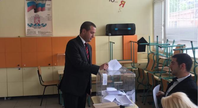 Кандидатите за евродепутати от БСП Цветелина Пенкова и Иван Кръстев гласуваха