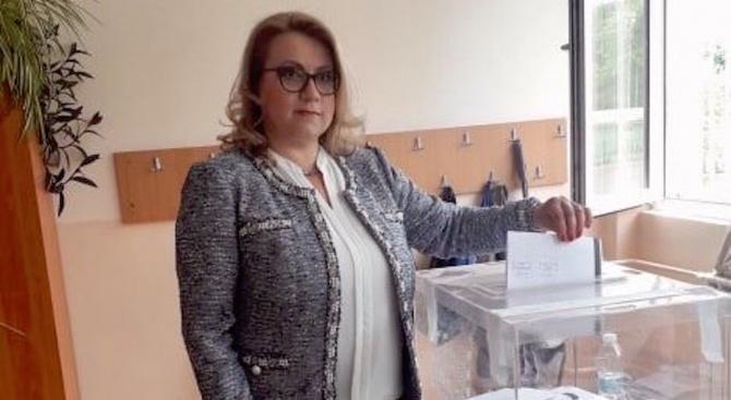 Деница Златева: Гласувах за Европа, която намалява неравенствата и достига до всеки регион и всеки дом
