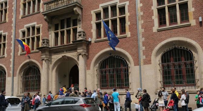 До 14 часа на евроизборите в Румъния са гласували 23,91% от избирателите, а на референдума - 19,6%