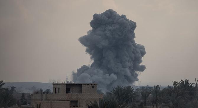 12 загинаха след въздушни удари в Сирия
