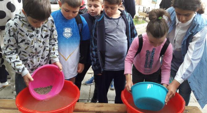 Над 40 деца се включиха в нестандартно хоби – промиване на речен златоносен пясък