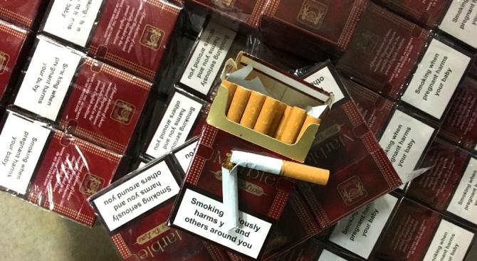 1800 кутии цигари бяха открити в тайник на микробус