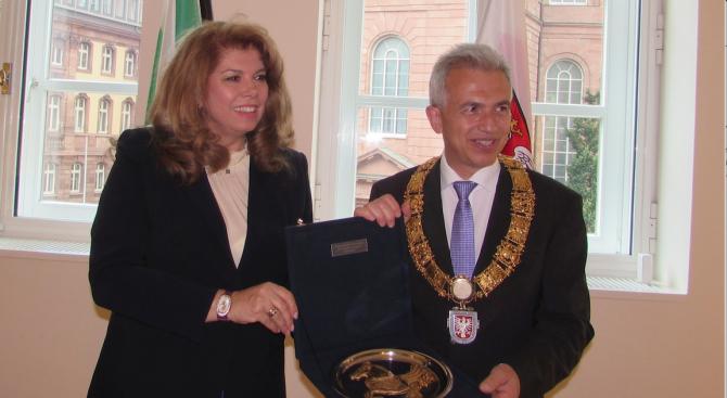 Кметът на Франкфурт на Майн към Илияна Йотова: Гордеем се с българските си съграждани