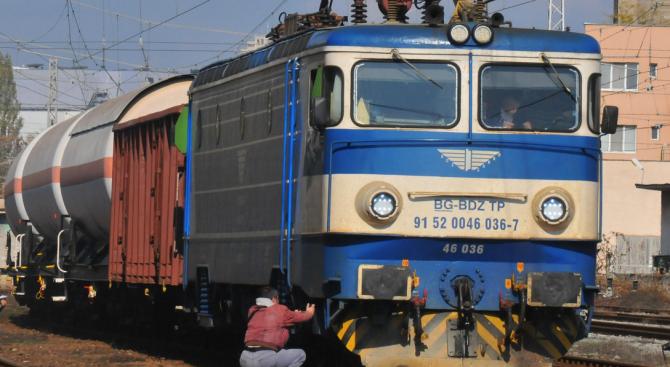 Влак блъсна и уби мъж в Старозагорско
