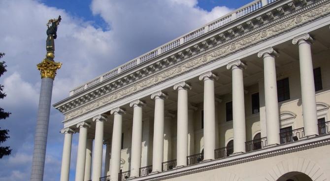 Украинският парламент запази правителството