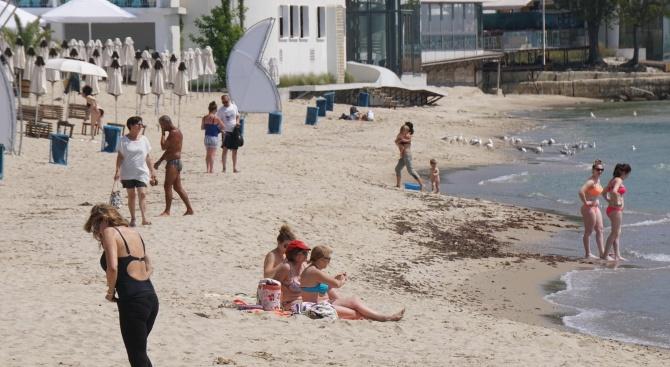 Във Варна вече плажуват