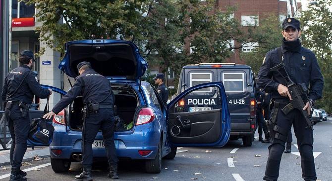 В Испания арестуваха сириец за финансиране връщанетона европейски джихадисти