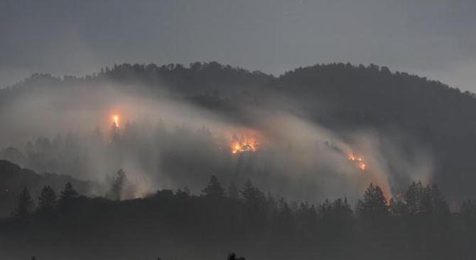 Евакуираха над 1600 души заради горски пожари в Канада