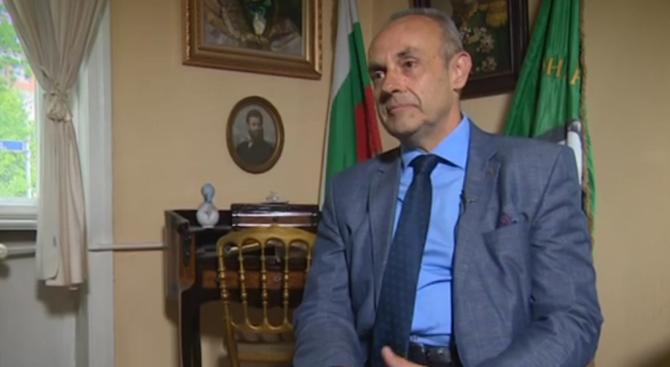 Наследник на Ботевия род: Той би искал повече българи да го приемат като човек, а не като икона