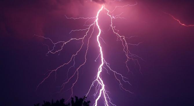 Мълния е ударила дървена беседка в Тутракан