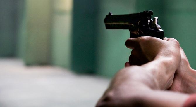 39-годишен извади пистолет на младеж в Сухиндол