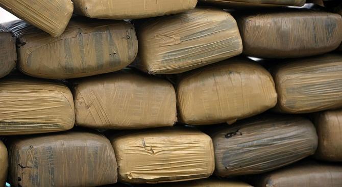 Спипаха над 5 килограма хероин на международното летище в Атина