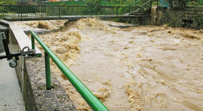 Река Моравишка преля и спря движението по Е-79 между Мездра и Враца