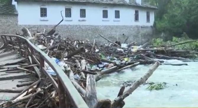 Порой разруши част от моста към Дряновския манастир