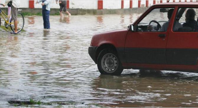 Пороен дъжд е нанесъл сериозни щети в Ловешко