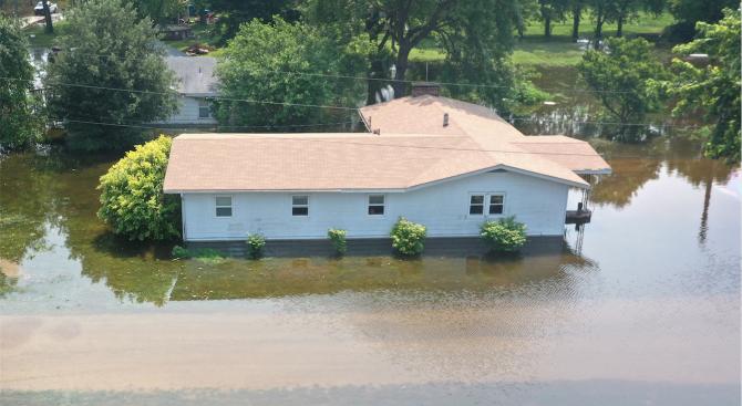 Над 100 наводнени селища в Румъния от дъждовете през последните дни