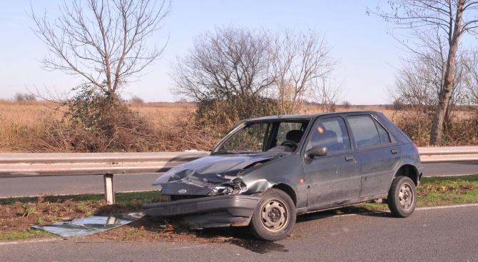Мъж се вряза в мантинела на пътя между Асеновград и Пловдив