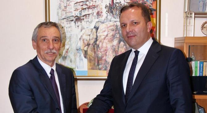 Вицепремиерът на Северна Македония посети Великотърновския университет