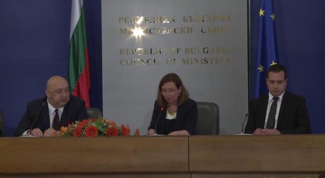 Красен Кралев и Зорница Русинова подписаха проект за осигуряване на младежки услуги в България
